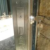 ステンレス門扉への本締錠取付 MIWA JN DA