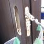 木製引戸の取っ手をWEST鍵付錠に改造加工取替え