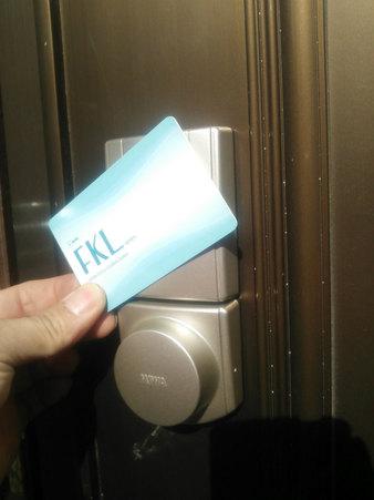 住宅玄関ドアに電池式電動サムターンユニット取付 MIWA PIACK(ピアック)